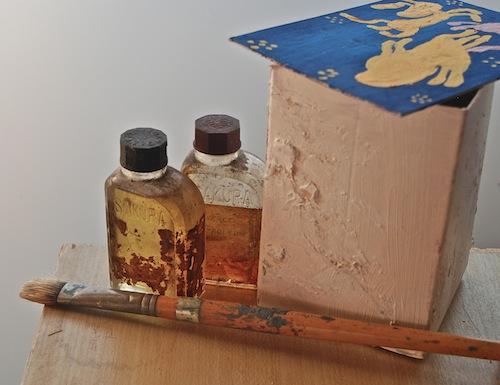 窓辺で絵を描こうと言う気にもなる 母の絵具箱にあった筆とオイル