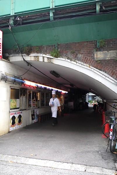 高架下に隠れた名店もあった