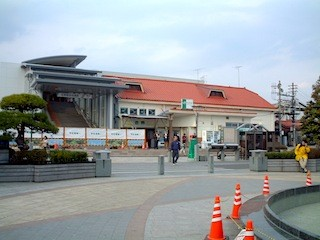 赤屋根が旧佐野駅舎。あっさりと壊してしまいました
