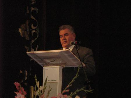 Поздравляет глава администрации Янаульского района Зиязов Н.З.