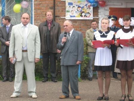 Выступает Фаизов Кадим Гарипович, проработавший директором школы более 30 лет.
