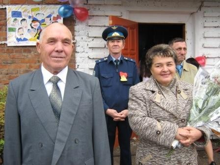 Почетными гостями юбилея были директор школы, учитель истории Фаизов Кадим Гарипович и завуч школы, заслуженный учитель РБ Аминева Земфира Султановна, проработавшие в школе более 30 лет.