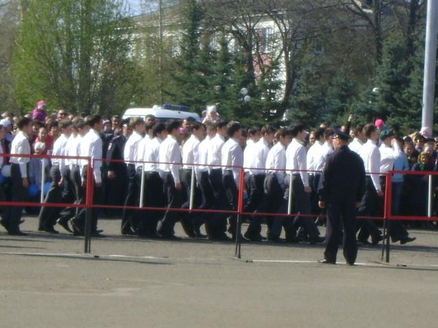 9.05.14. Участники парада - старшеклассники