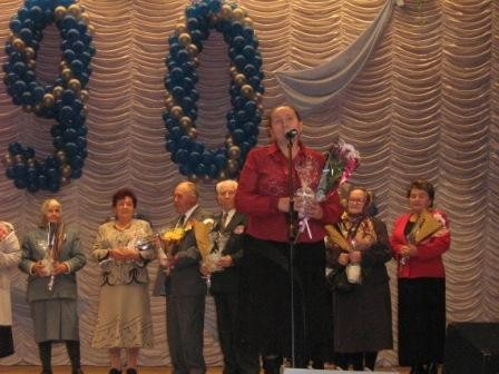 С юбилеем школы поздравила выпускница, учитель татарского языка и литературы Сулейманова Р.С.
