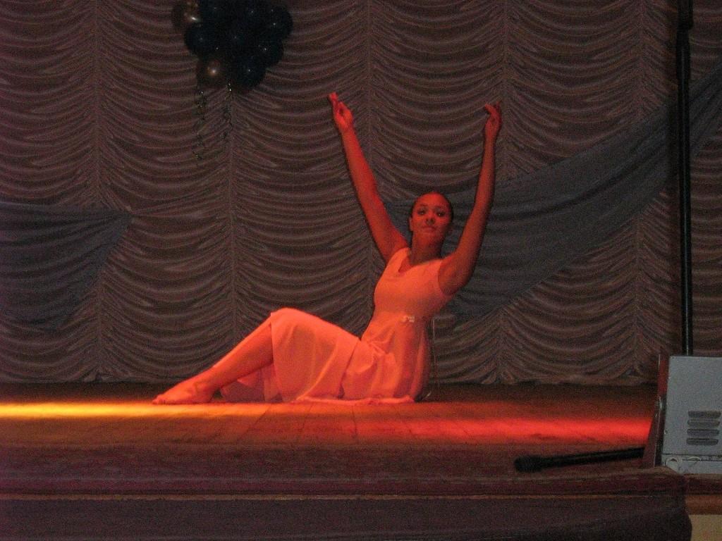 Танцует солистка Театра танца О.Зиминой, обладатель Гран-при международных и всероссийских конкурсов Глухова Женя.