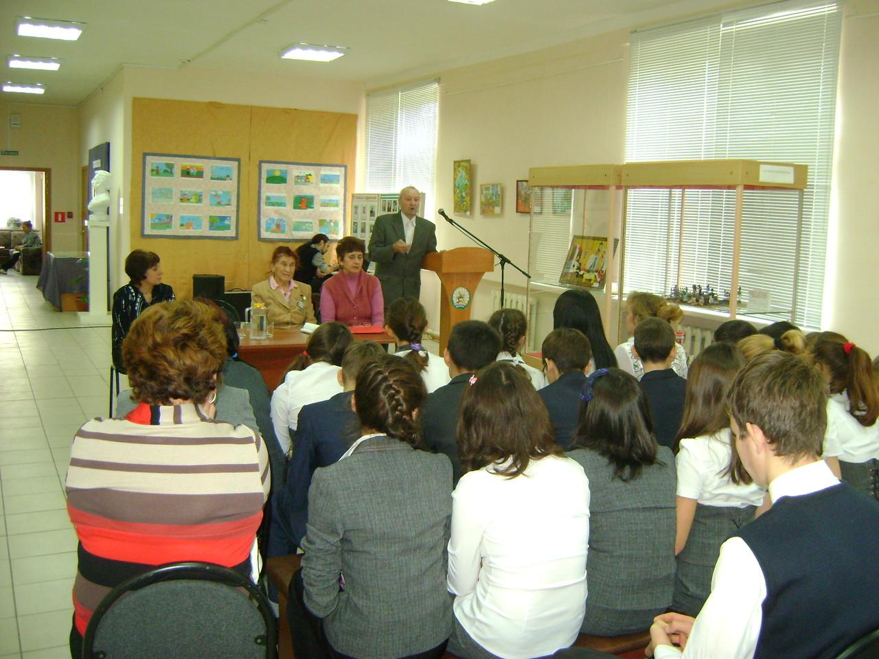 Встреча обучающихся 8 б класса с участниками политических репрессий в краеведческом музее