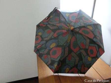 この日傘は、大島紬の着物リメイク日傘です。