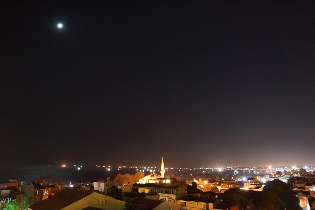 und Richtung Hafen vom Marmarameer