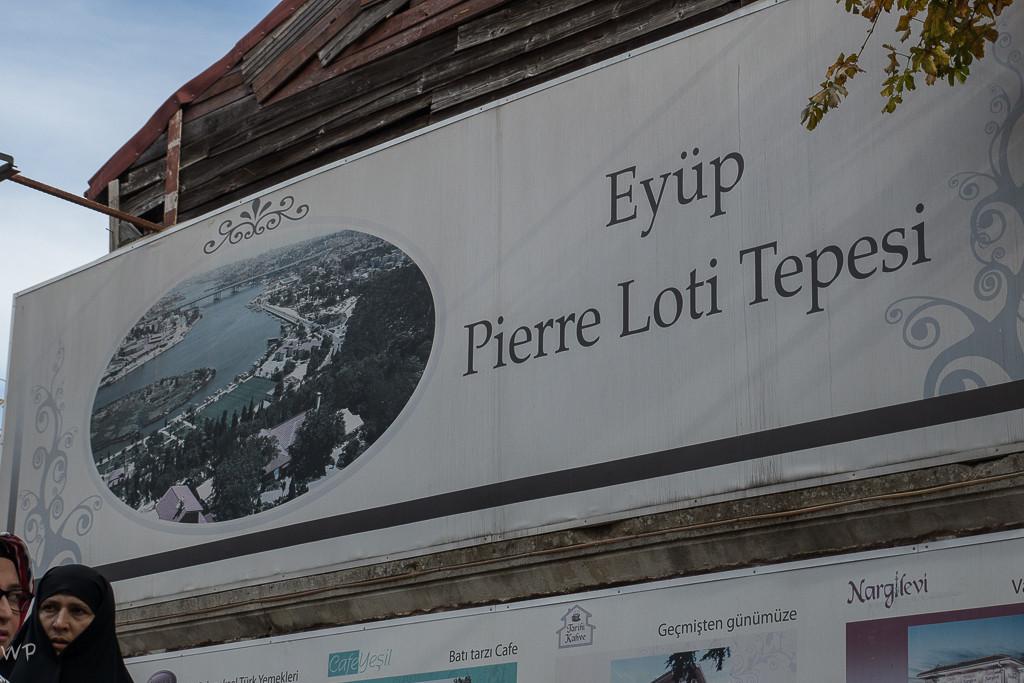Mit dem Taxi fuhren wir, endlang des Goldenen Horn, nach Eyüp und hinauf zum Café Piyerloti, oder wie es auf der Tafel steht