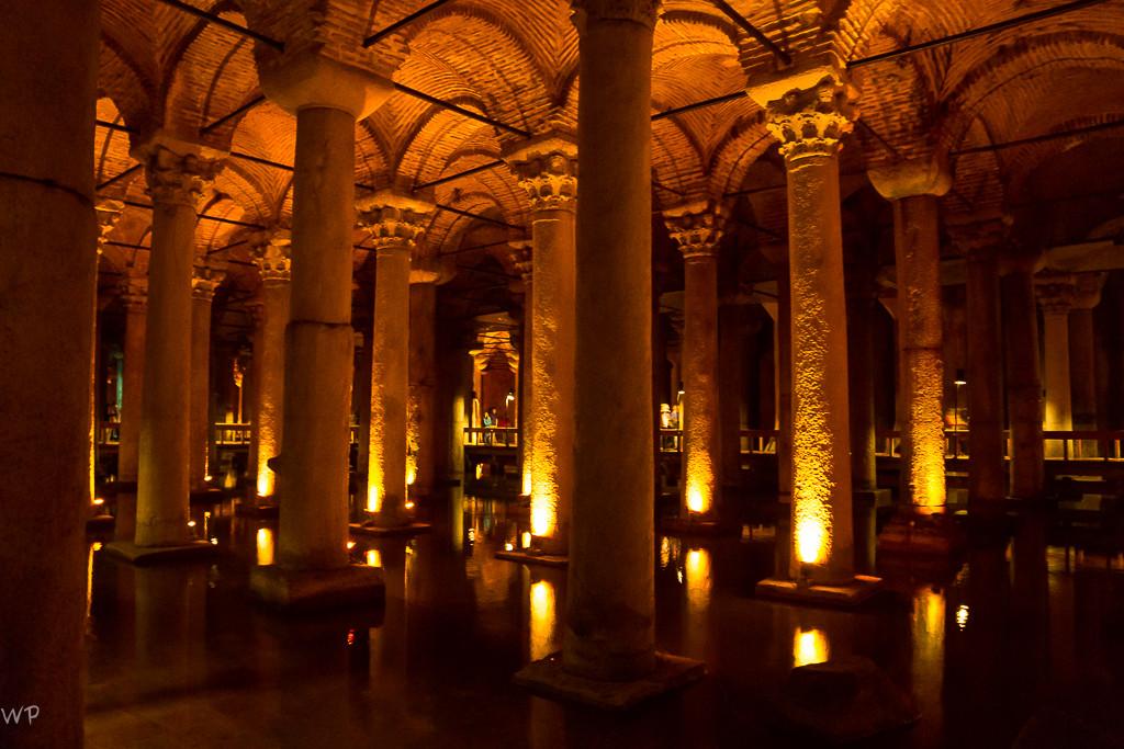 mit insgesamt 336 hohen Säulen...