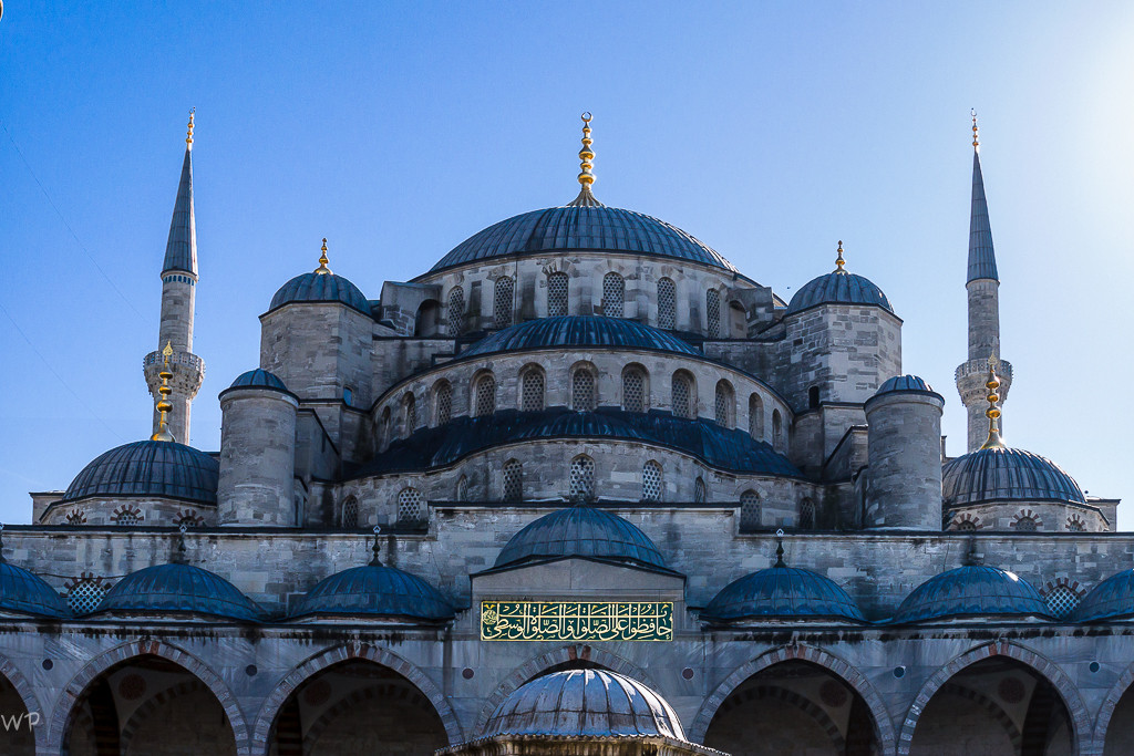 Und hier ist sie Sultan-Ahmet-Moschee, die grösste Moschee Istanbul