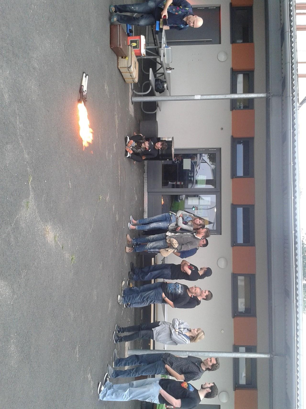 Zuschauer bei der Feuerjonglage