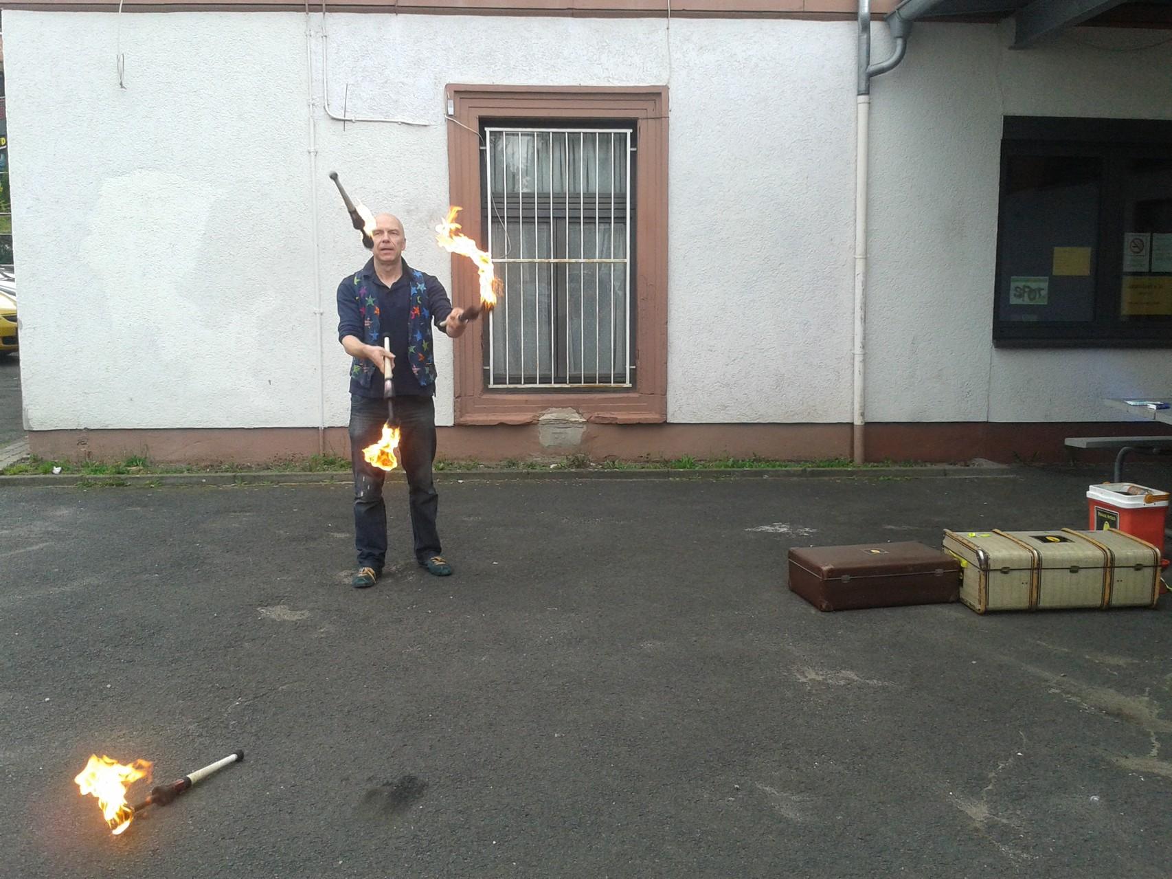 Feuerjonglage von Franz Grob (Leiter der Moving Artists Gelnhausen)