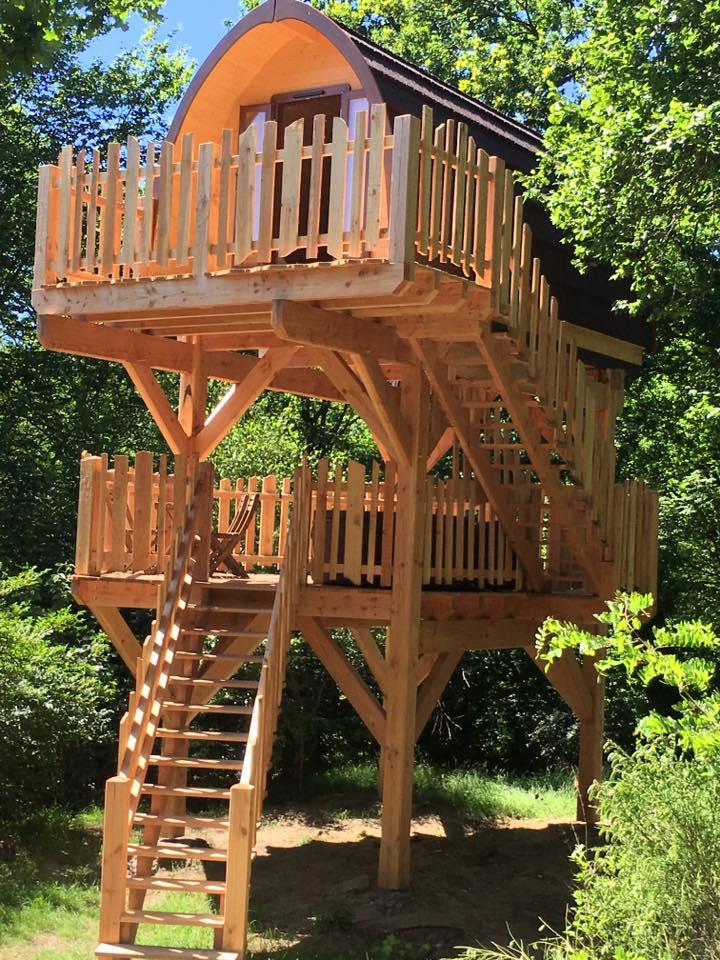 cabane sur pilotis pod un mobil home en bois au design original. Black Bedroom Furniture Sets. Home Design Ideas