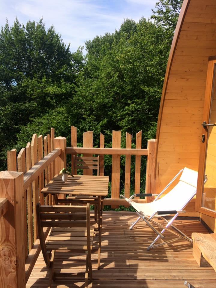cabane sur pilotis terrasse en bois