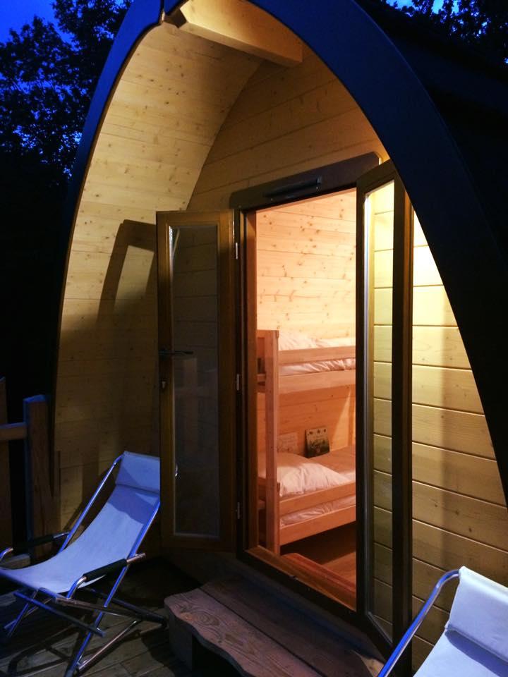 cabane sur pilotis Pod, terrasse de nuit