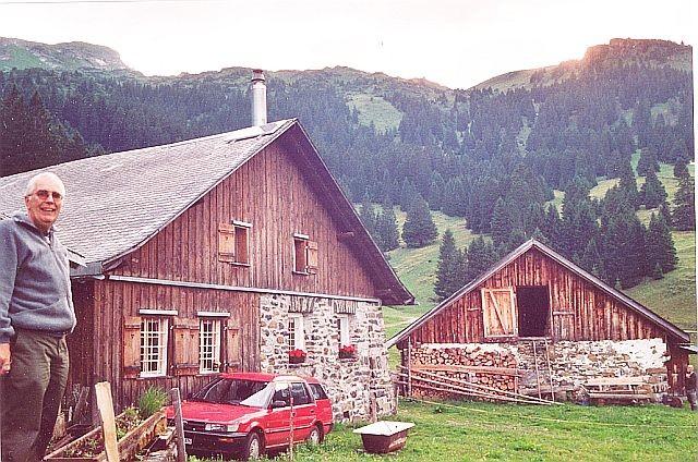 Inselanlage Stall Grabserberg von Regort Solartechnik, links im Bild Karl Isler