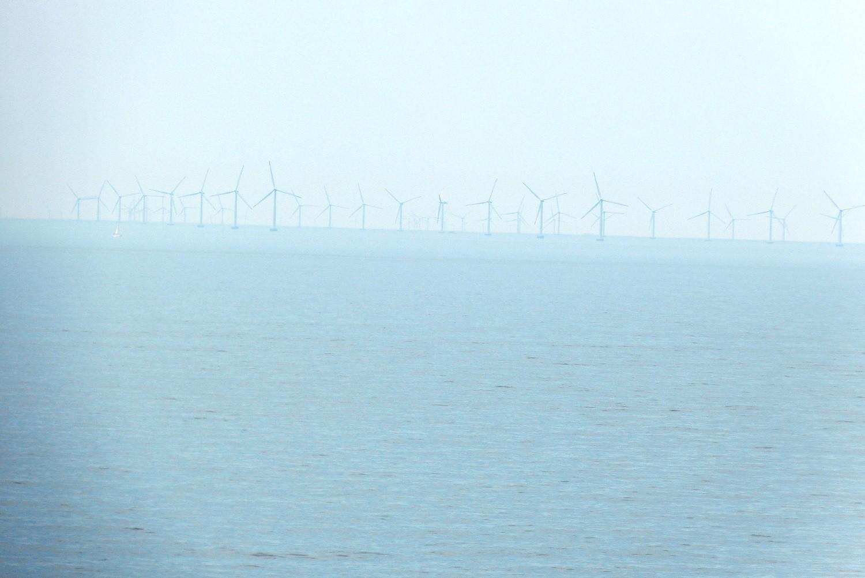 Windmühlen im Meer