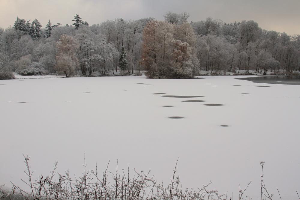 Schneeauflage auf der Eisfläche