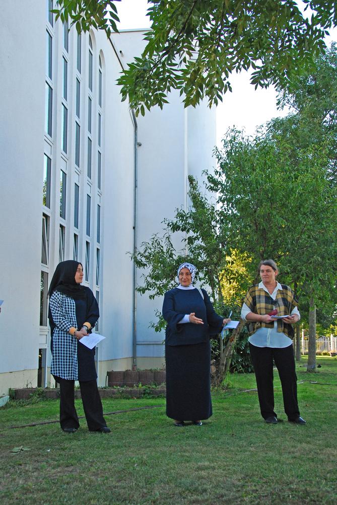 Senay Altintas vom Türkisch-islamischen Zentrum bei der Begrüßung