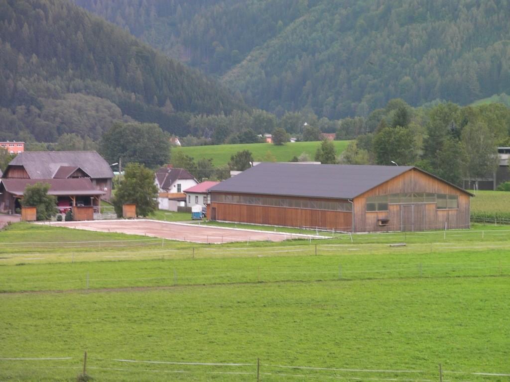 Dressurviereck und Halle
