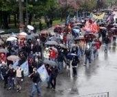 La lluvia también estuvo presente en la manifestación