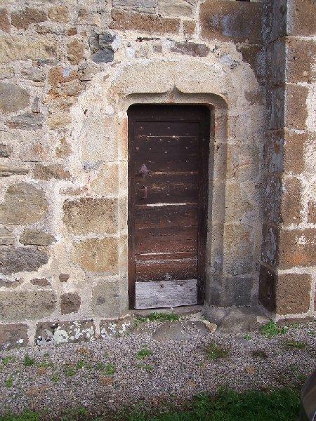 Eglise de Vebret : la porte des morts