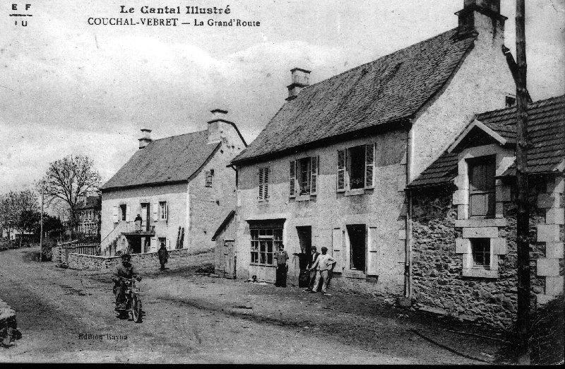 Maison d'artisan à Couchal (à gauche sur la photographie)