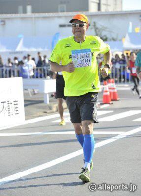 第一回千葉アクアラインフルマラソンでは、なんとか430(ヨンサンマル)を切ってゴールしました。
