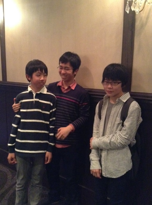 長野の強豪高校生。一番右の彼がトランプ氏とクリントン氏の写真をとってくれました。