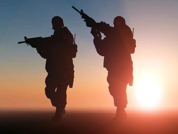Zwei Soldaten: vermutlich im Auslandseinsatz