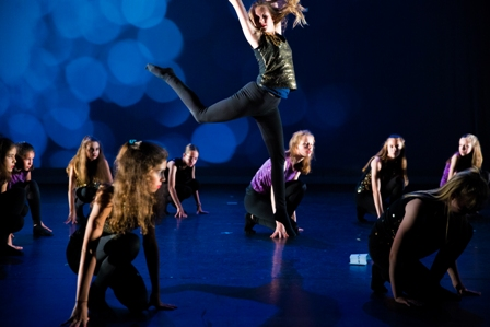 Modern-jazz - Het Danskwartier Den Haag staat o.l.v. Janine van den Heuvel Damen. De dansschool bevindt zich in het Statenkwartier in Den Haag en biedt dansles vanaf 3 jaar. DANS met ons mee!