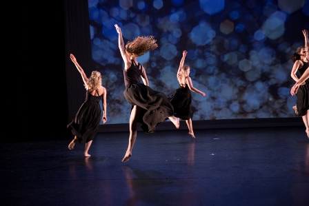 Moderne Dans -Klassiek Ballet - Dansles Dansschool Het Danskwartier Den Haag. De dansschool bevindt zich in het Statenkwartier in Den Haag en biedt dansles vanaf 3 jaar. DANS met ons mee!