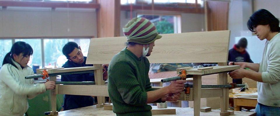 森林たくみ塾の制作実習。クラフトから家具まで。