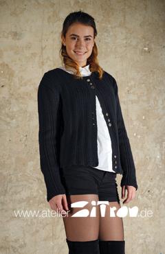kurze Jacke aus feinheit - Gr. 36/38 = 7 Stränge