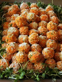 bouchées de carottes crues, amandes germées fraîches