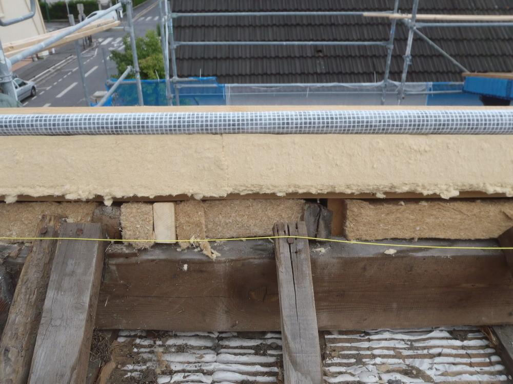 Les strates : fibre souple, Agepan, fibre dense, pare pluie
