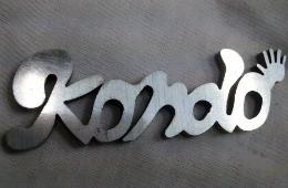 オリジナルキーホルダ - 手書きデザイン、レーザー加工品