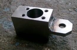 取付金具 - マシニングセンタ、溶接、複合加工品