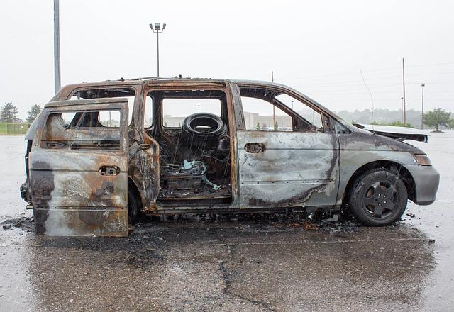 Débarras gratuit de véhicules incendiés dans la région lyonnaise
