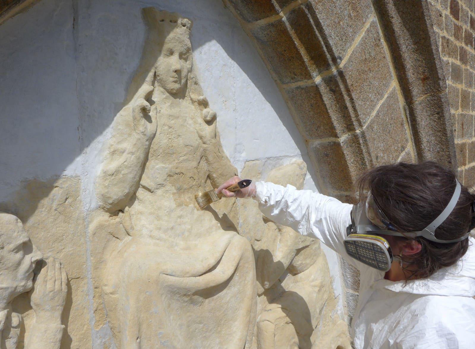 Consolidation d'une pierre calcaire par imprégnation