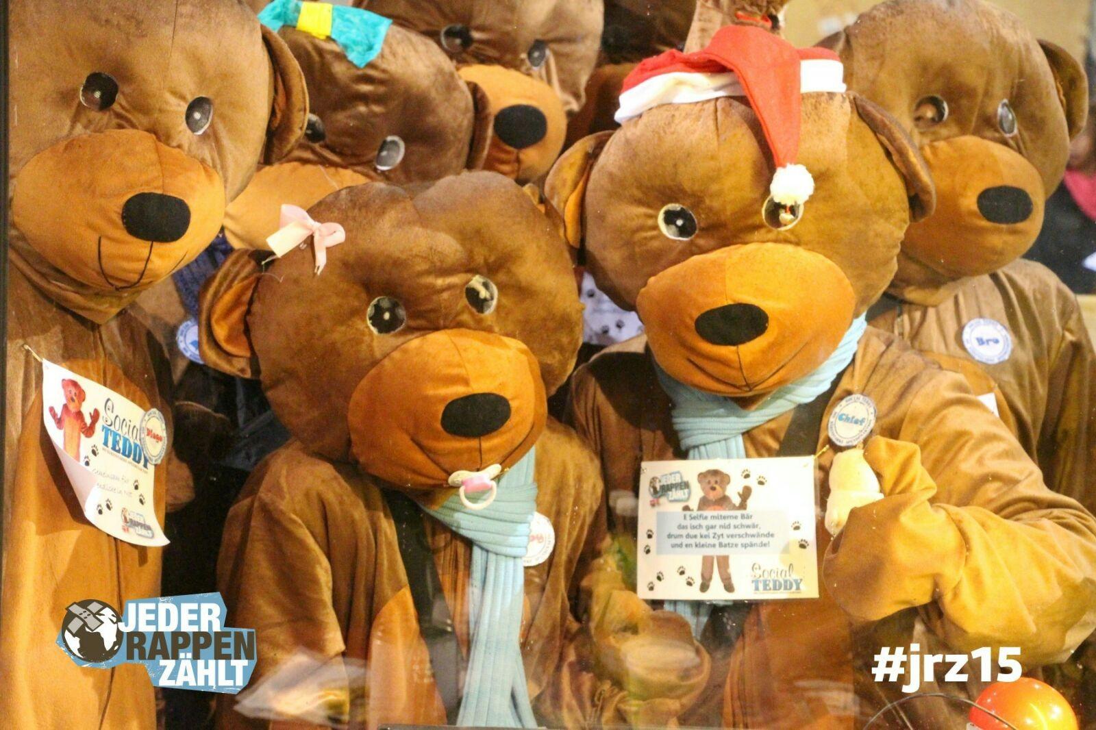 Gruppenfoto beim JRZ-Spendenschlitz