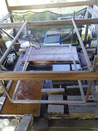 天然樟脳「日向しょうのう」製造工程:冷却水槽
