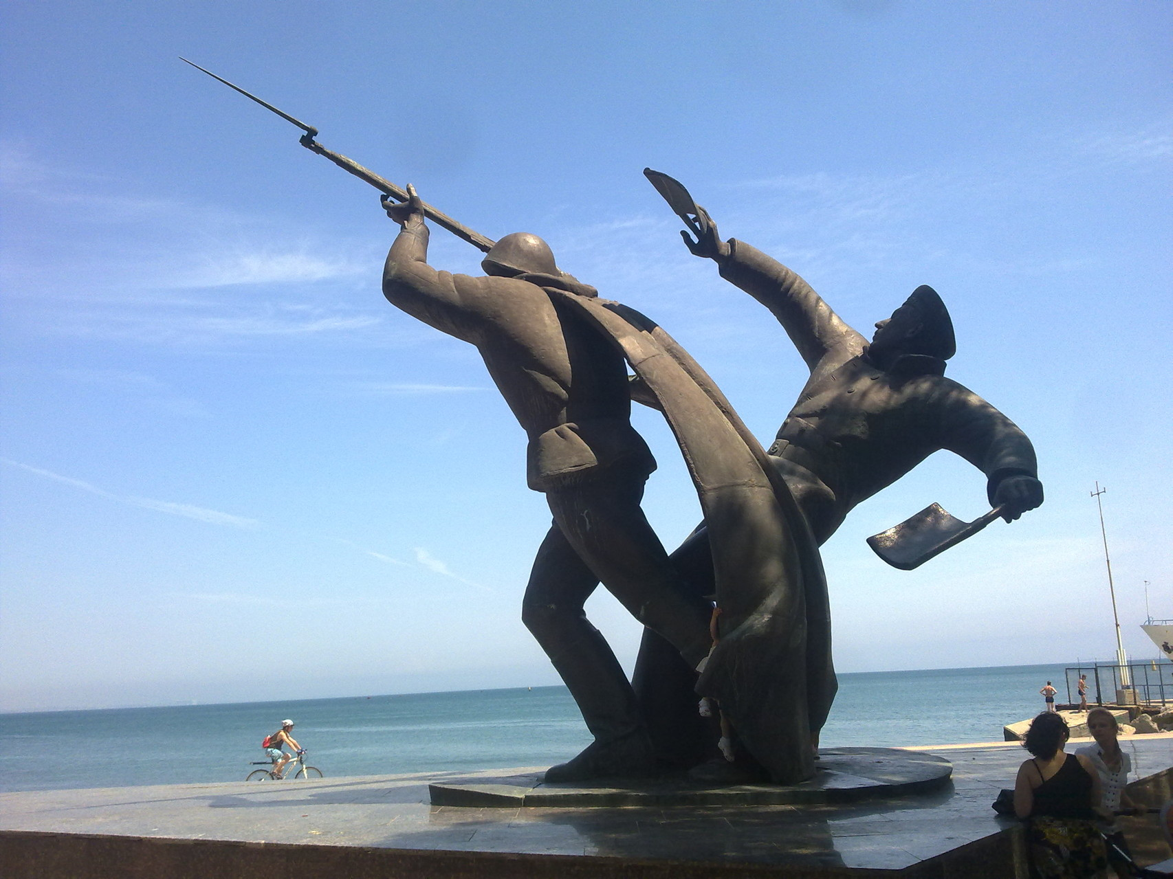 Феодосия . Памятник героям десантникам