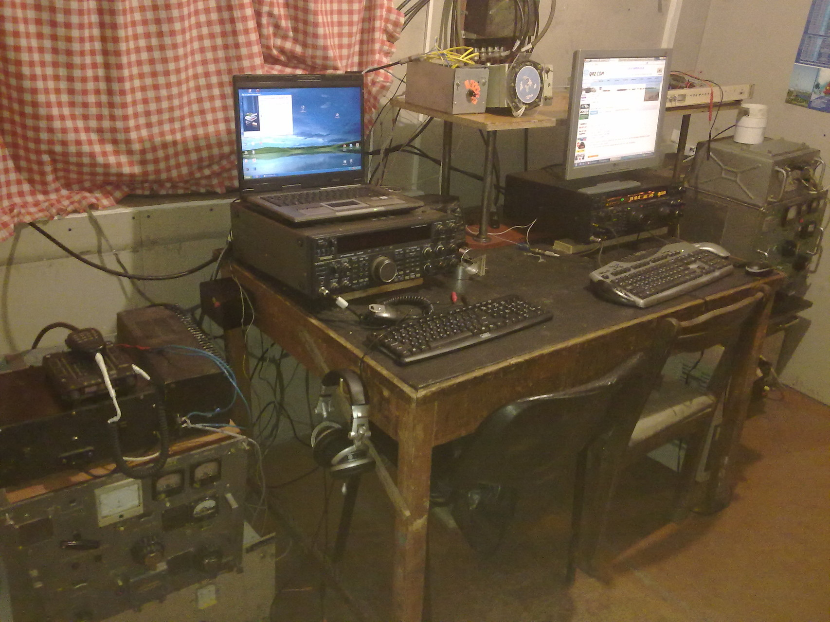 Old radio table from RZ6AXO