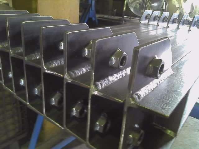 チャンネル125x65を中心に製作 設備搬送用架台
