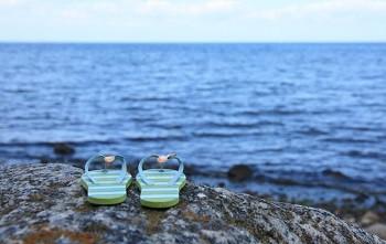 Ostsee - Flip Flops am Wasser