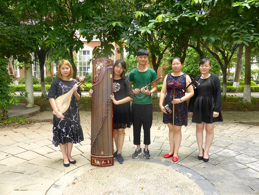 Liu Meizi und Ihre Studenten an der Musikhochschule Shenzhen