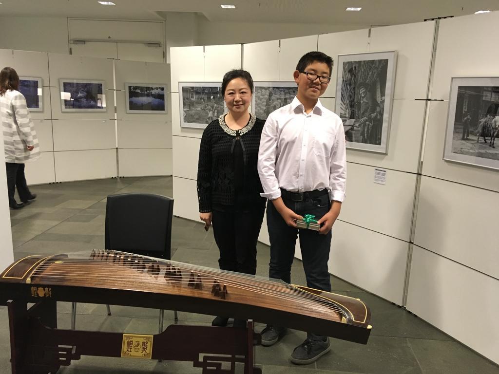 Wang HuanHuan, 1. Vorsitzende des SNPVe.V. mit ihrem Schüler