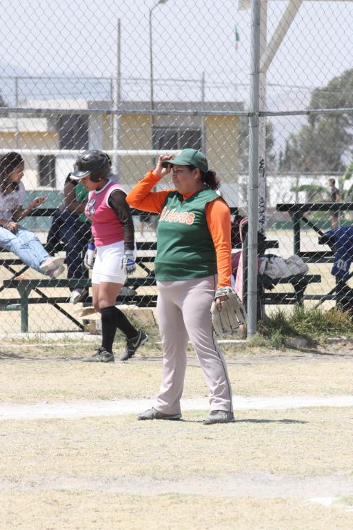 Julio's mom plays third base
